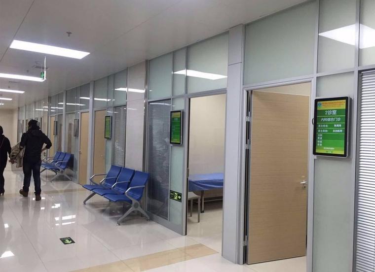 医院查询一体机场景图
